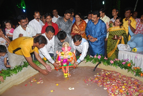 Mayor Sunil Prabhu immersing his own Ganesh murti in an artificial pond by setting an example for others to follow